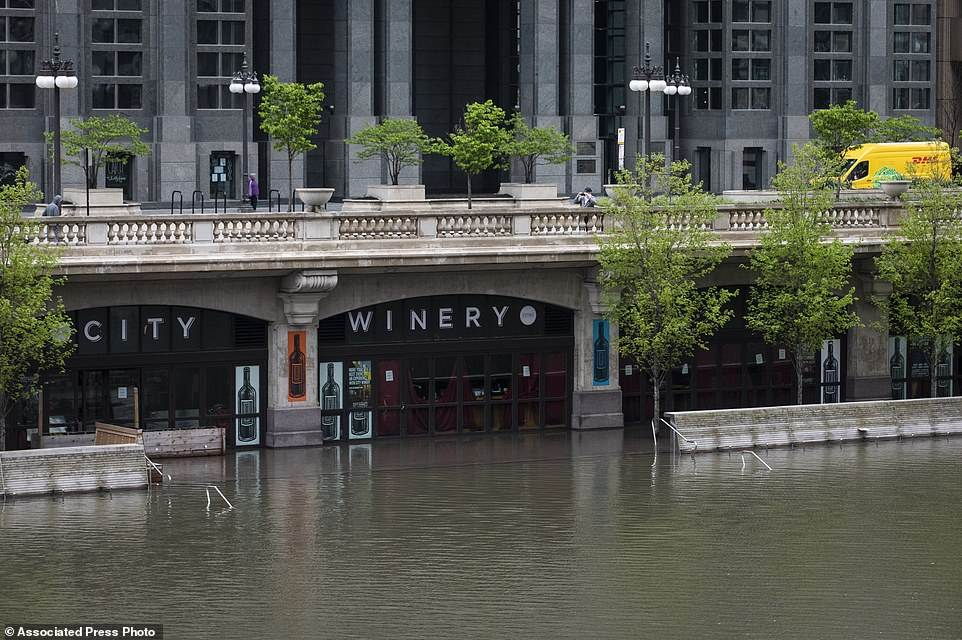 28587626-8336753-ILLINOIS_The_Windy_City_was_battered_by_heavy_rain_which_caused_-a-27_1589923749913_2005200320154250