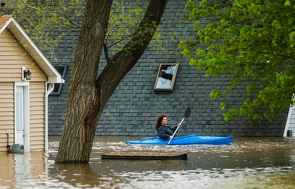 28590966-8336753-MICHIGAN_A_resident_in_Midland_County_Michigan_is_pictured_kayak-a-3_1589950393733_2005200320154250