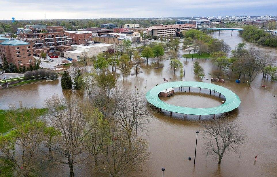 28590974-8336753-MICHIGAN_The_Midland_Area_Farmers_Market_is_pictured_after_flood-a-19_1589923749289_2005200320154250