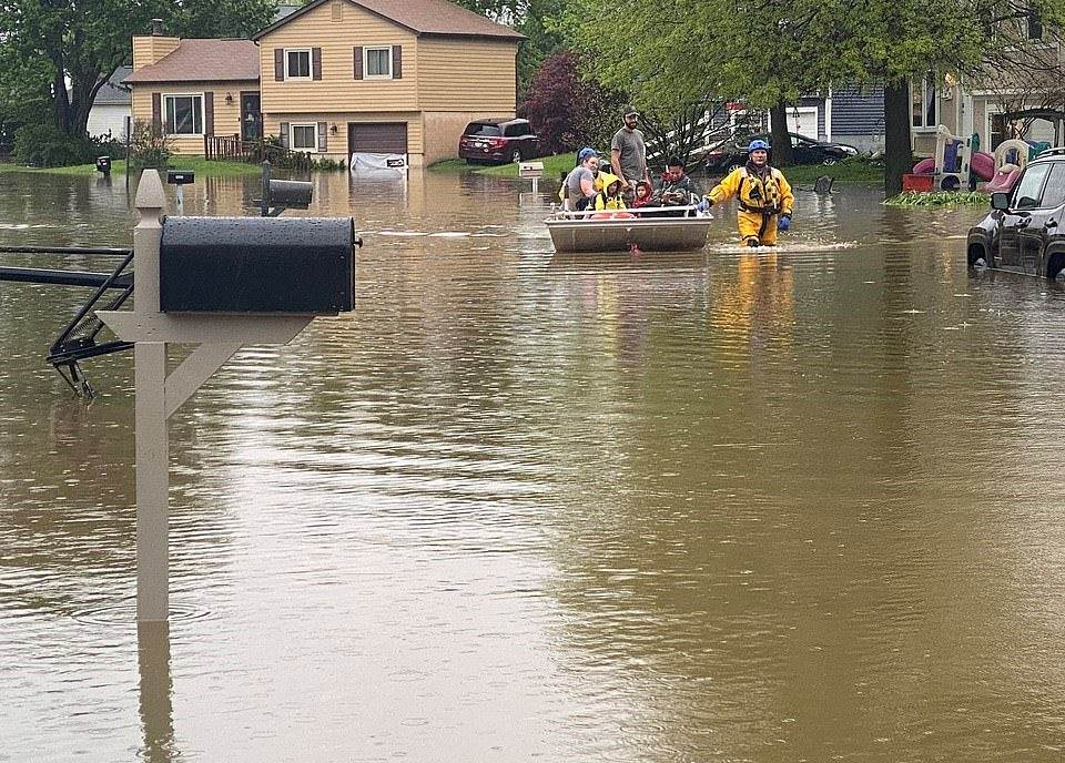 28590976-8336753-OHIO_Westerville_residents_are_pictured_being_evacuated_from_the-a-5_1589950393746_2005200320154250